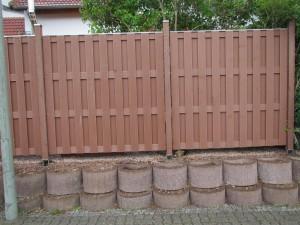 Home Design Holz im Garten: Sichtschutzzaun aus WPC
