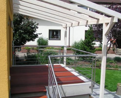 Terrasse mit Pergola
