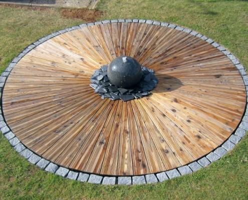 Douglasien Rondell mit Granit 1
